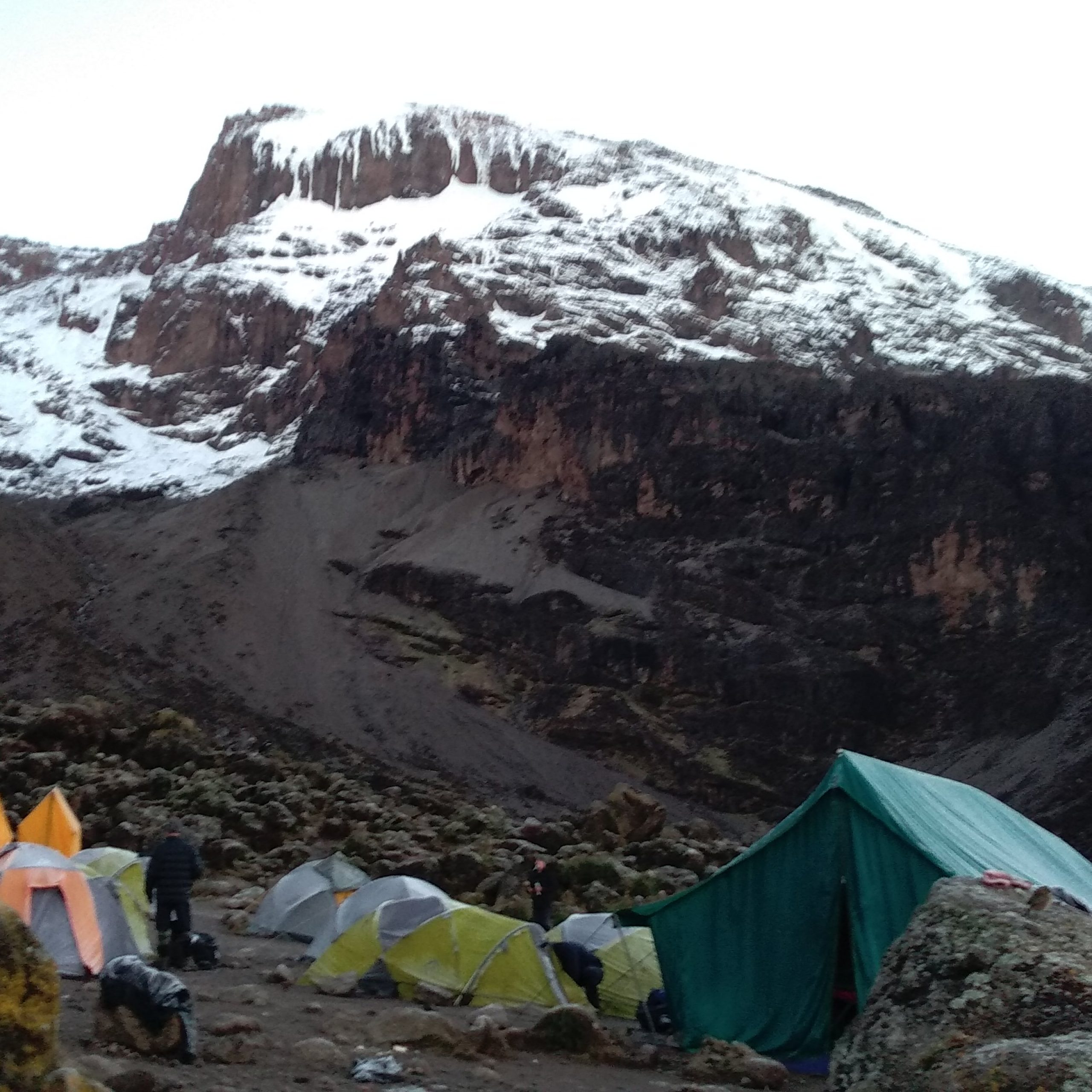 Day Four – Barranco Camp (3,950 m/12,960 ft)- Karanga Camp (4,040 m/13,255 ft)